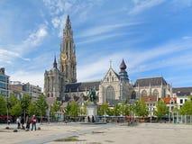 Собор и статуя Питера Пола Rubens в Антверпене Стоковое Фото