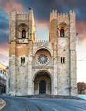 Собор Лиссабона на заходе солнца, Португалии стоковые фотографии rf