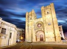 Собор Лиссабона, Alfama, Португалия вечером стоковые изображения rf