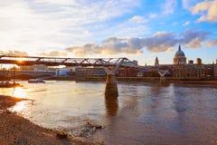 Собор Лондона St Paul Pauls от тысячелетия Стоковое Изображение RF