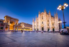 Собор милана, Аркада del Duomo на ноче, Италия стоковые фото