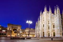 Собор милана, Аркада del Duomo на ноче, Lombardia, Италия стоковая фотография rf