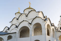 Собор на монастыре St Pokrovsky был построен XVI век в Suzdal Золотое перемещение кольца России Стоковое Изображение
