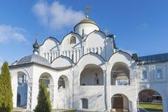 Собор на монастыре St Pokrovsky был построен XVI век в Suzdal Золотое перемещение кольца России Стоковое фото RF