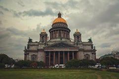 Собор на сумерк, Санкт-Петербург St Исаак, Россия Стоковое фото RF
