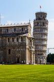 собор полагаясь башня pisa Стоковая Фотография