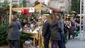 Собор традиционного рождества справедливый близко в Барселоне видеоматериал