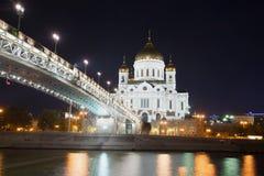 Собор Христоса спаситель и патриарх наводит в ноче в сентябре moscow стоковые изображения rf