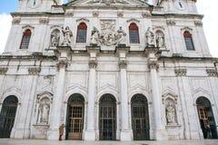 Собор da Estrela базилики в Lissbon, Португалии Католический собор и западное христианство Архитектурноакустическое визирование в стоковая фотография