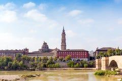 Собор del Сальвадора спасителя или Catedral в Сарагосе, Испании Скопируйте космос для текста стоковое фото