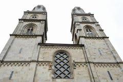 Собор Grossmunster на старом центре города Цюриха Стоковые Фото