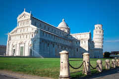 Собор Pisa и полагаясь башня Pisa Стоковые Изображения
