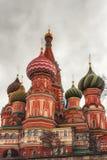 Собор Pokrovsky на красной площади в Москве Куполы ба St Стоковое фото RF