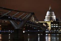 Собор ` s моста и St Paul тысячелетия, Лондон стоковые изображения rf