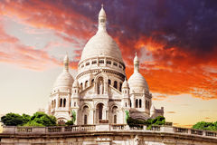 Собор Sacre Coeur на холме Montmartre на сумраке Стоковое Изображение RF