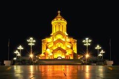 Собор Sameba святой троицы Тбилиси на ноче, Georgia стоковое фото