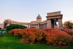 Собор Sankt Петербурга Казани в осени стоковое изображение rf