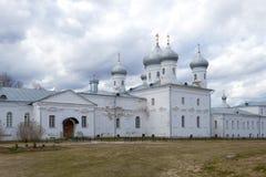 Собор Spassky монастыря ` s St. George на хмурый день в апреле novgorod Россия veliky Стоковая Фотография RF