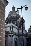 Собор St Исаак r E взгляд от угла стоковое изображение rf