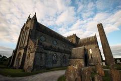 Собор St Canice и круглая башня, Килкенни Стоковое Изображение RF