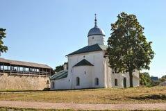 Собор St Nicholas в крепости Пскове России Izborsk стоковые изображения rf
