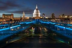 Собор St Paul's и мост тысячелетия Стоковые Фото