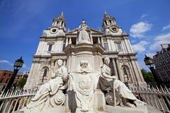 Собор St Paul, Лондон Великобритания стоковая фотография rf