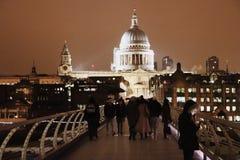 Собор St Paul от моста к ноча, Лондона тысячелетия, Англии Великобритании Стоковые Фотографии RF