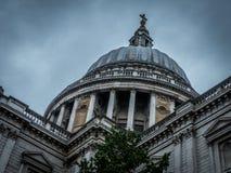 Собор St Paul s в Лондоне стоковые изображения rf