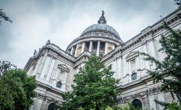 Собор St Paul s в Лондоне стоковые фотографии rf