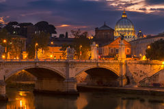 Собор St Peter над мостом стоковое фото rf