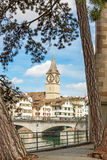 Собор St Peter, ориентир ориентир Цюриха, городской Стоковое фото RF