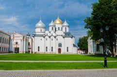 Собор St Sophia в Veliky Новгороде, России на дне лета солнечном - взгляде ландшафта архитектуры Стоковые Изображения