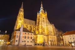 Собор St Vitus в замке Праги к ноча, Праге, чехии стоковая фотография