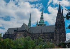 Собор St Vitus в Праге, летнем дне чехии Стоковые Изображения RF