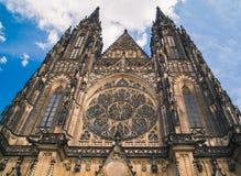 Собор St Vitus в Праге, летнем дне чехии Стоковое Изображение RF