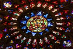 Собор Toledo Испания цветного стекла оружий пальто розового окна Стоковая Фотография