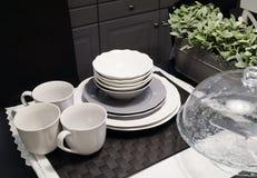 Собрание блюд фарфора, шаров, плит и кофейных чашек Стоковые Фото