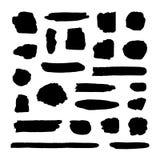 Собрание вектора пятен краски Grunge черных, грубые мазки чернил изолировало иллюстрация вектора