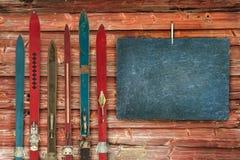 Собрание винтажного деревянного выдержанного ski& x27; s стоковые изображения rf