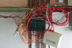 Собрание грязных проводов и коробок силы стоковое фото rf