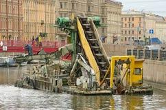 Собрание для очищая твердых частиц от рек и каналов Стоковое фото RF