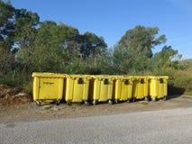 Собрание желтого цвета рециркулируя контейнеры Стоковые Изображения RF