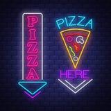 Собрание знака пиццы - вектор неоновой вывески на предпосылке кирпичной стены иллюстрация вектора