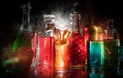 собрание красочных съемок с лимоном на баре; установите стрелков коктейля алкоголя мини с известкой стоковое изображение