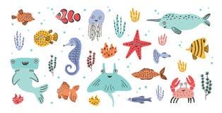 Собрание милых усмехаясь морских животных - narwhal, молот, хвостоколовый, краб, рыба, морские звёзды, медузы, морской конек бесплатная иллюстрация