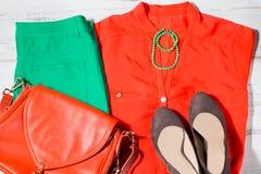 Собрание модных одежд в оранжевых и зеленых цветах Стоковые Фотографии RF