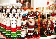 Собрание оловянного солдатика Щелкунчика рождества figurine деревянного традиционного для украшения рождества стоковые изображения