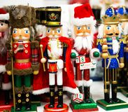 Собрание оловянного солдатика Щелкунчика рождества figurine деревянного традиционного для украшения рождества стоковое фото rf