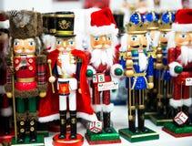 Собрание оловянного солдатика Щелкунчика рождества figurine деревянного традиционного для украшения рождества стоковая фотография